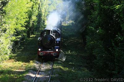 train vapeur  vintage  locomotive 141 TB 407 AJECTA Longueville Seine-et-Marne