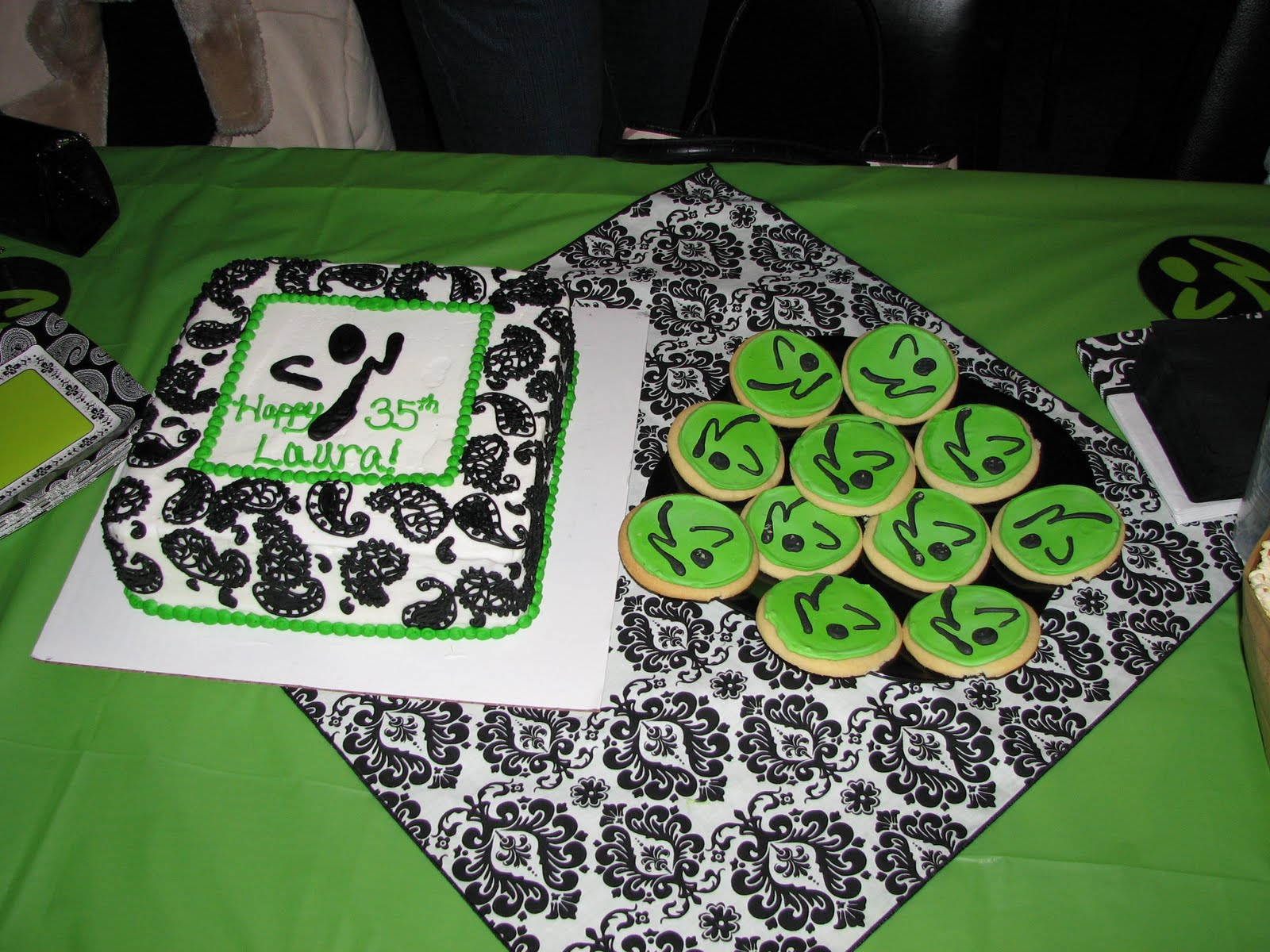 Zumba Birthday Cake http://littleworthwhilemoments.blogspot.com/2012/01/cake-highlights-in-2011.html