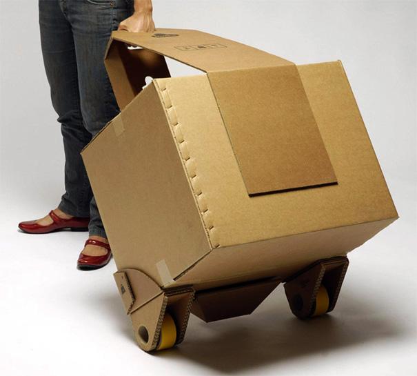 Rodinhas adaptáveis para levar as compras do supermercado na caixa de papelão