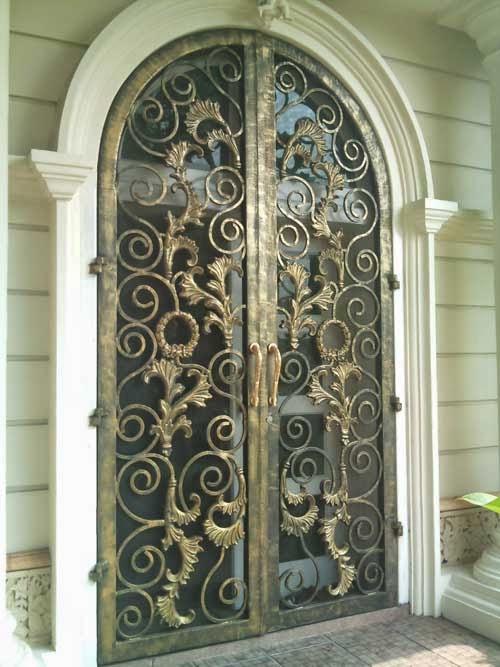 Desain Teralis Pintu Rumah Klasik