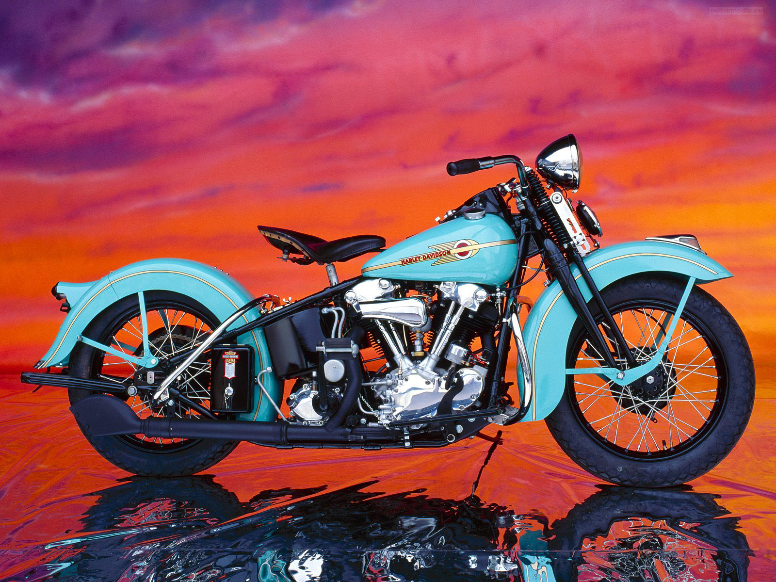 http://1.bp.blogspot.com/-mBUl37Oz6qs/TZSbJaXNX6I/AAAAAAAAByU/IHAZ4nBm6iw/s1600/Harley+Davidson-021+1280X1024+Deluxe+Car+Wallpaper.jpg