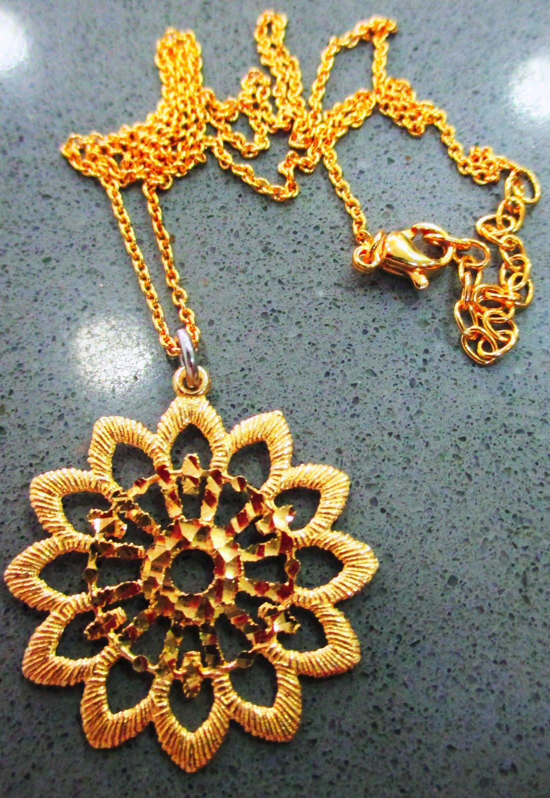 Colgante y cadena plata dorada