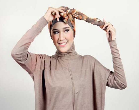 Cara Memakai Jilbab Tanpa Aksesoris