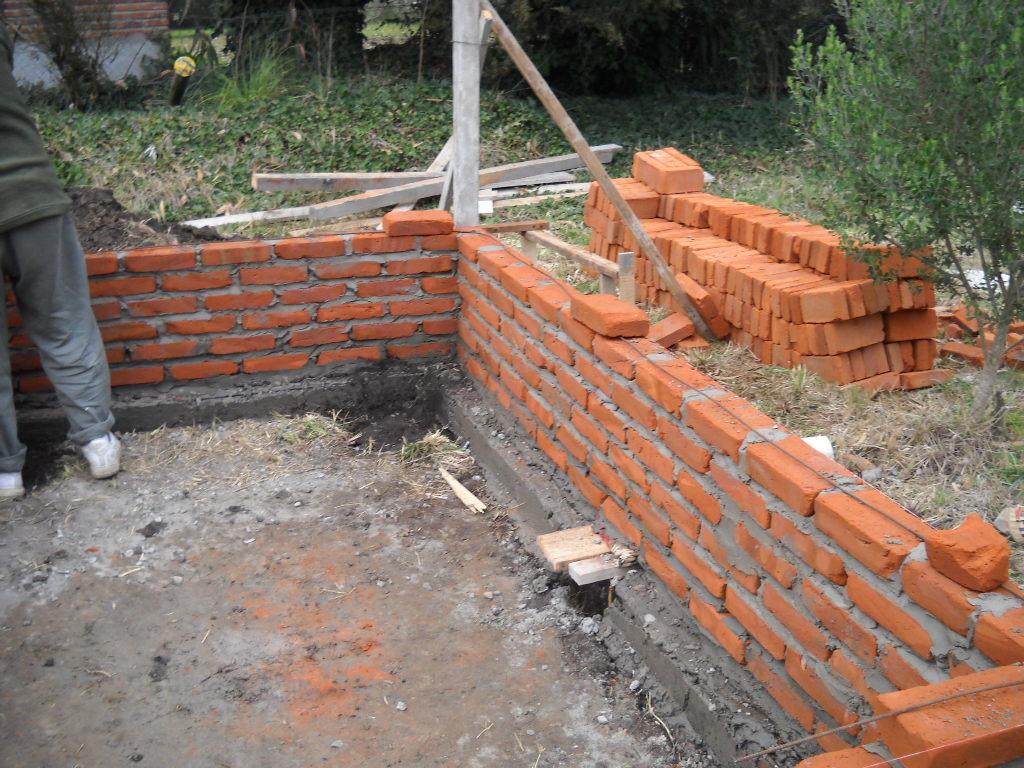 El maestro de obras xavier valderas construir paredes y muros for Como construir una pileta de natacion con ladrillos