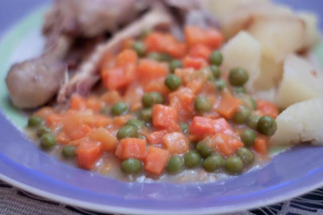 marchewka z groszkiem, przepis na marchewkę z groszkiem, marchewka z groszkiem ze słoika, jak zrobić marchewkę z groszkiem