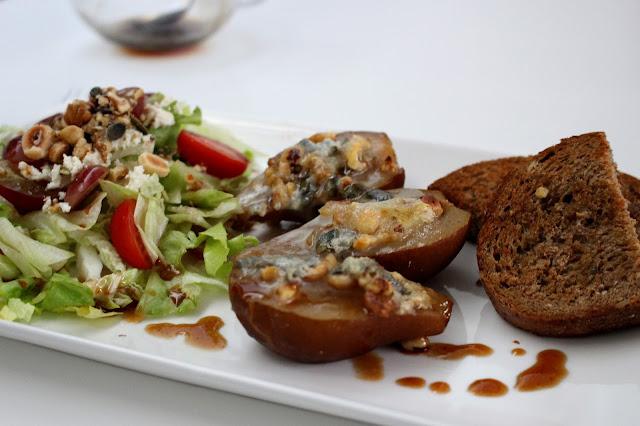 Gegratineerd peertje met noten en gorgonzola