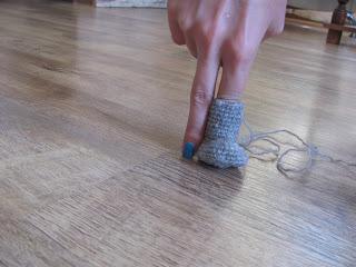 вязаный носочек крючком, шаги, шажки, вяжем игрушку