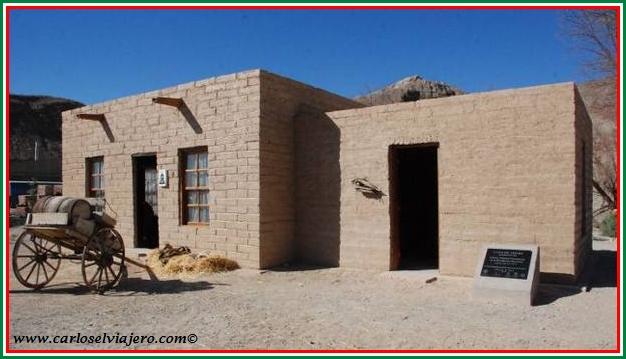 Carlos el viajero la casa de adobe for Creador de casas