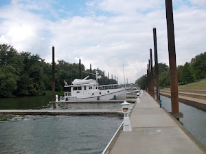 Protection from island--and police boats! A great free public dock in Louisville!