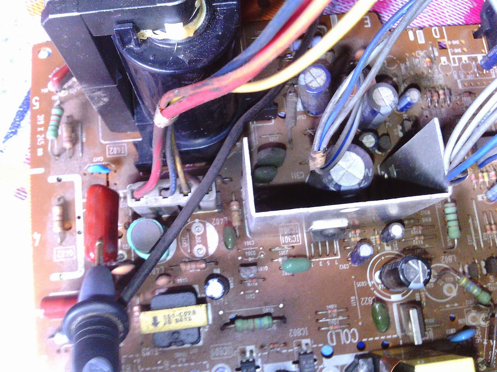 Kerusakan Umum Pada Tv Gangguan Beberapa Blok Elko 10uf 250v Ic Jeboldefleksi Vertikal Terbakar Atau Putuselko Bagian Soak Gambar 1 Garis Lurus Atas Dan Bawah Kemungkinan Rusaknya Driver