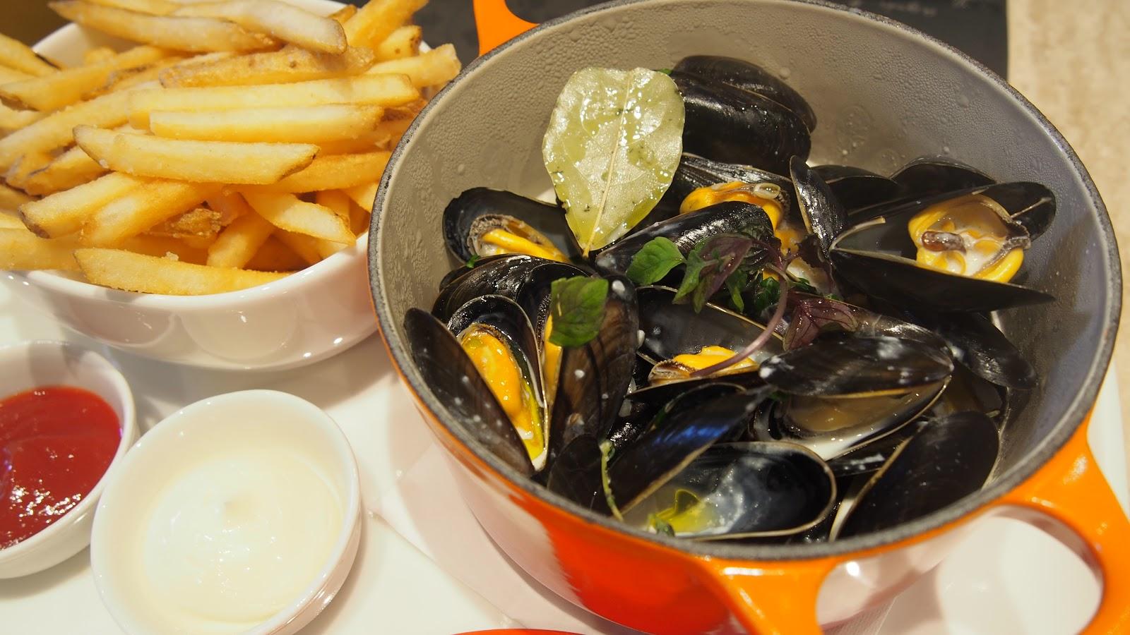 agnes b le pain grille mussels fries