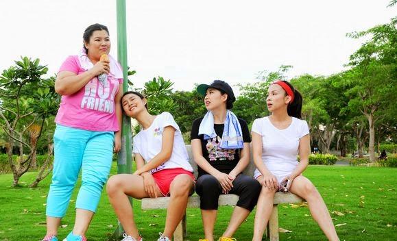 Lê Khánh và Trà My tươi tắn đi tập thể dục...Và những biểu cảm.