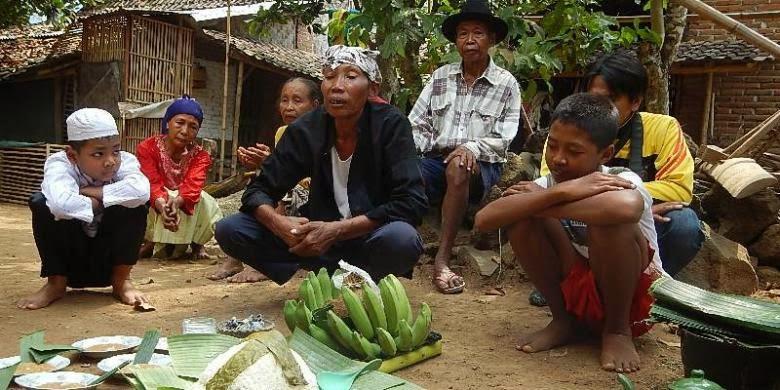 Ritual Koloan, tradisi sunatan anak Suku Osing, Banyuwangi.