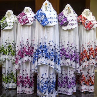 Mukena jumbo motif bunga kertas plus sajadah bahan sritek