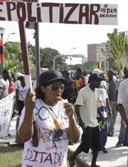 Bloco Democrático diz que há 50 detidos e acusa polícia de rapto e agressão de manifestantes