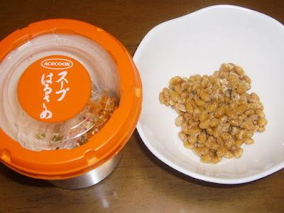 納豆にエースコック・スープはるさめ 担担味