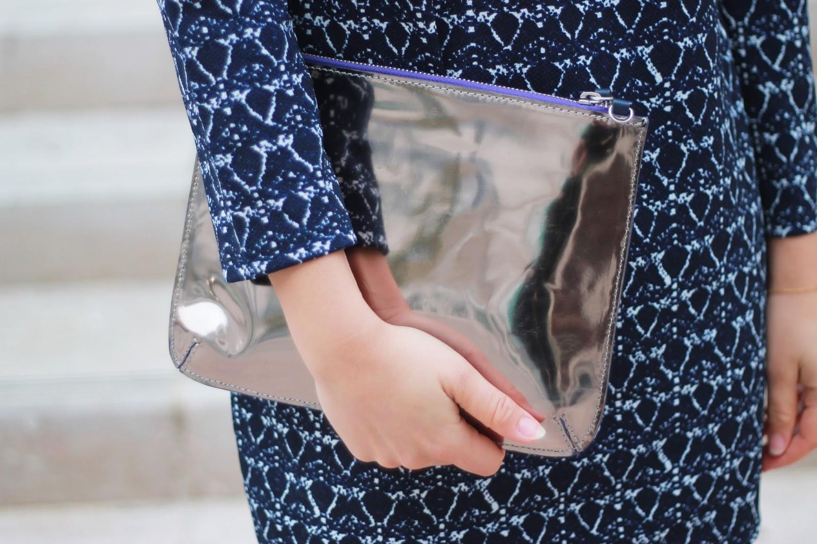 Pochette argentée façon miroir