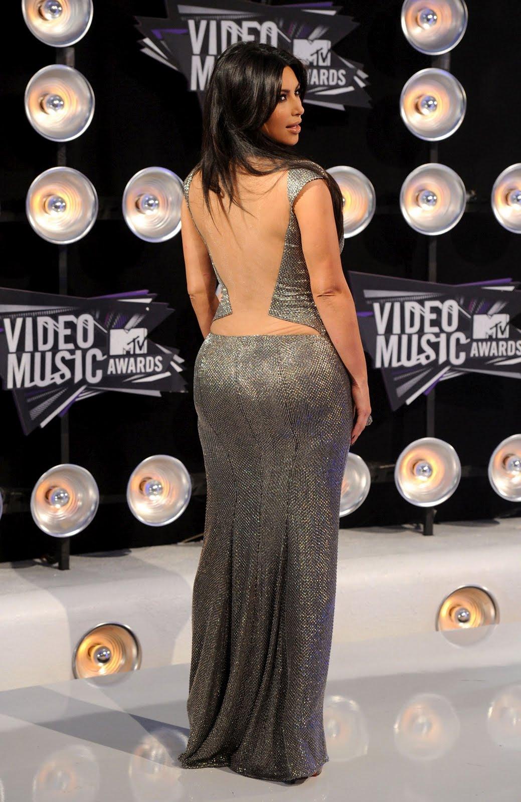 http://1.bp.blogspot.com/-mCzCuUQaR5k/TqQBX2l_Z1I/AAAAAAAAFTQ/lS3GxWOX1WM/s1600/Kim-Kardashian-75.jpg