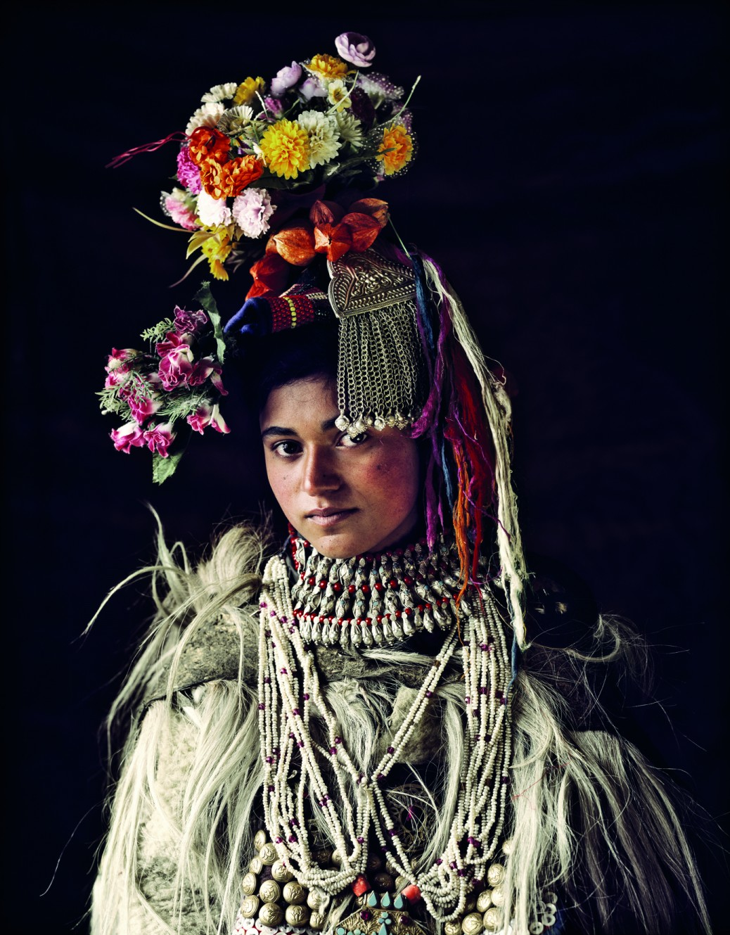 Stunning Photographs Of The World's Last Indigenous Tribes - DHAGI IN DHA VILLAGE, KASHMIR
