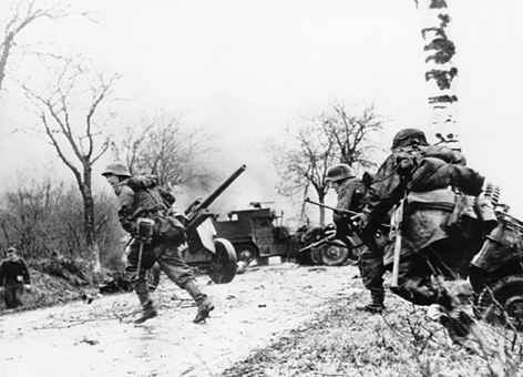 battle of the bulge pictures,midway pictures,holocaust pictures,pearl harbor pictures,iwo jima pictures,battle of britain pictures,battle of stalingrad pictures,battle of midway pictures,battle of the bulge facts,