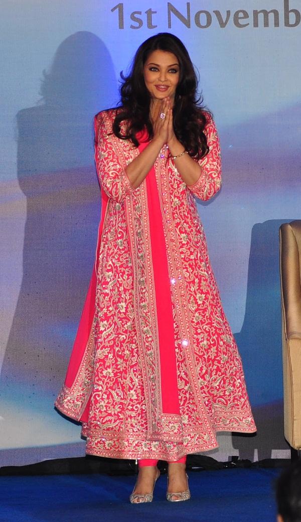 Bollywood Actresses in Abu Jani Sandeep Khosla Outfits