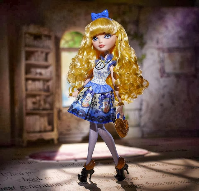 Muñeca Blondie Lockes posado