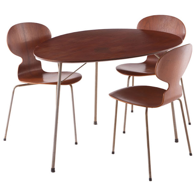Manufactured by Fritz Hansen and Designed by Arne Jacobsen. Egg shaped table and 3 three legged ant chairs.