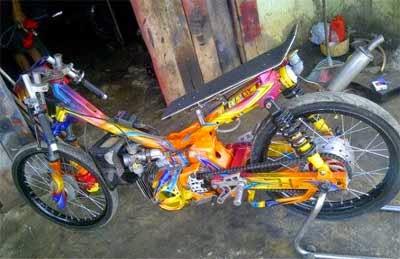 gambar motor drag warna warni