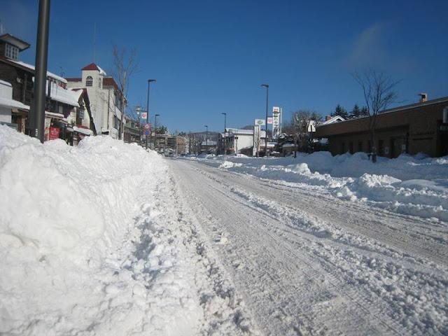 軽井沢本通りの雪