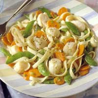 Pasta with Scallops and Fresh Vegetables