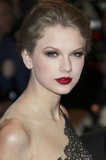 Taylor Swift to launch debut fragrance Wonderstruck