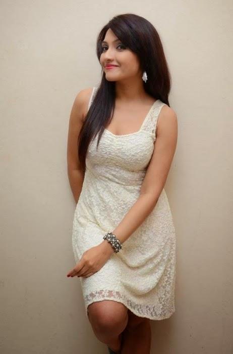 Actress Zoya khan Hot stills
