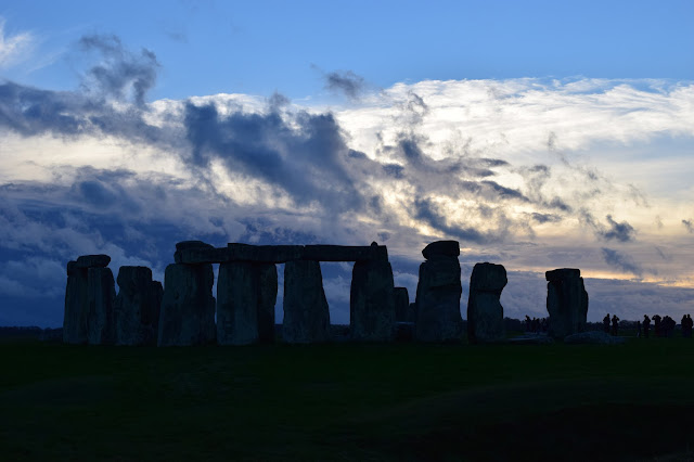 stonhenge sunset winter