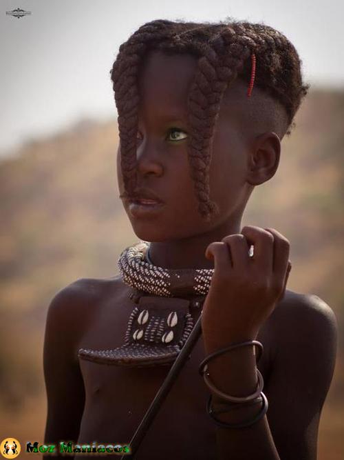 Menina do Povo Himba