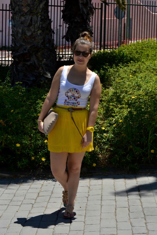 Look_Outfit_Falda_Amarilla_Camiseta_Calavera_Verano_Nudelolablog_06