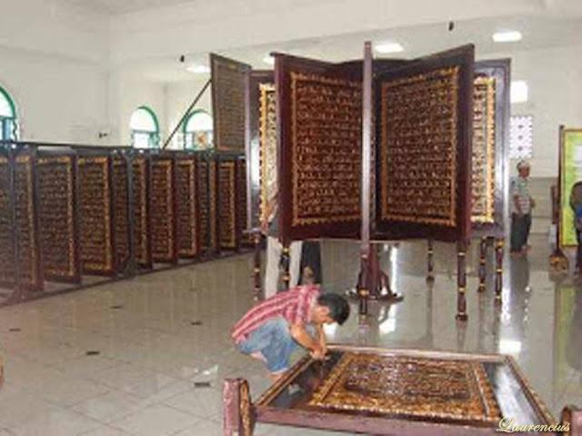 Foto-Al-Quran-Terbesar-di-Dunia-Palembang_2