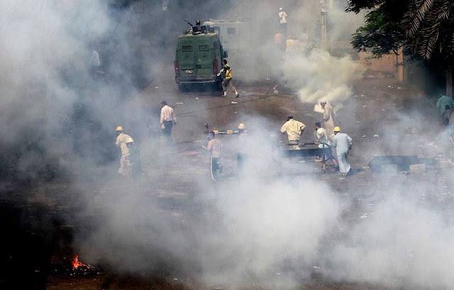 صور تُنشر لأول مرة لأحداث ميدان الجيزة ونفق الهرم أثناء مذبحة الفض 1484192_10202609915629531_2081525871_n