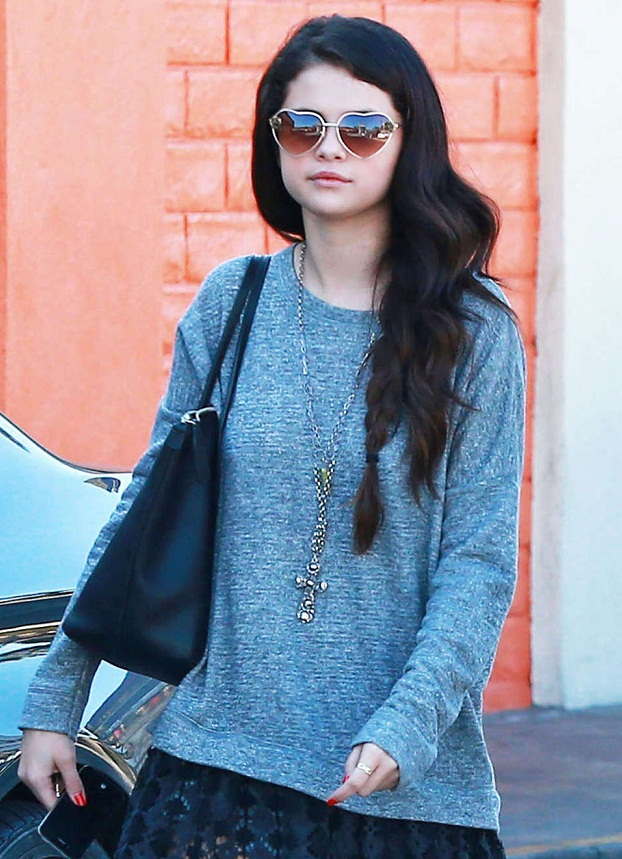Selena Gomez - Celebrity Necklace Trends