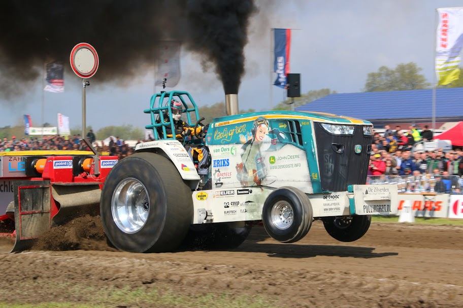 Pro Stock Pulling Tractors : Tractor pulling news pullingworld changes at lady green