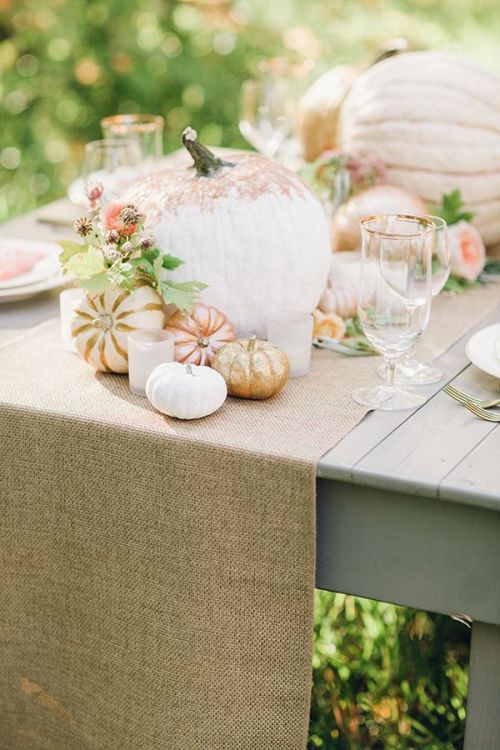 Romantic gold rose and gold fall table decor