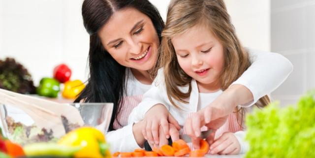 Mẹo giúp bé chăm ăn rau quả