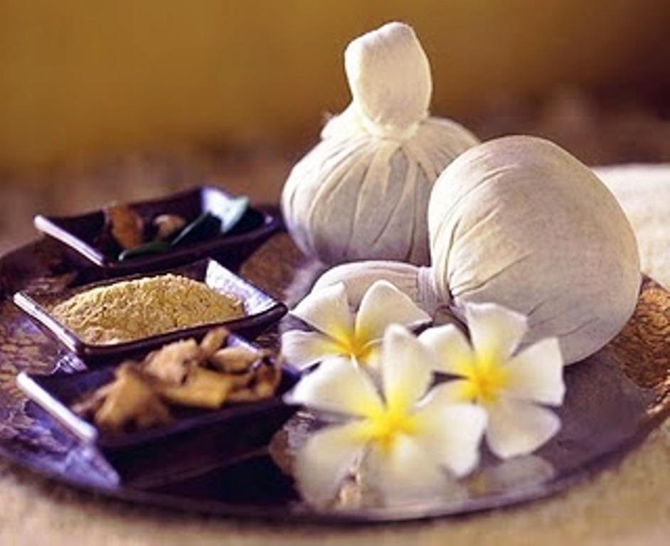 Masaje con pindas. Abhyanga