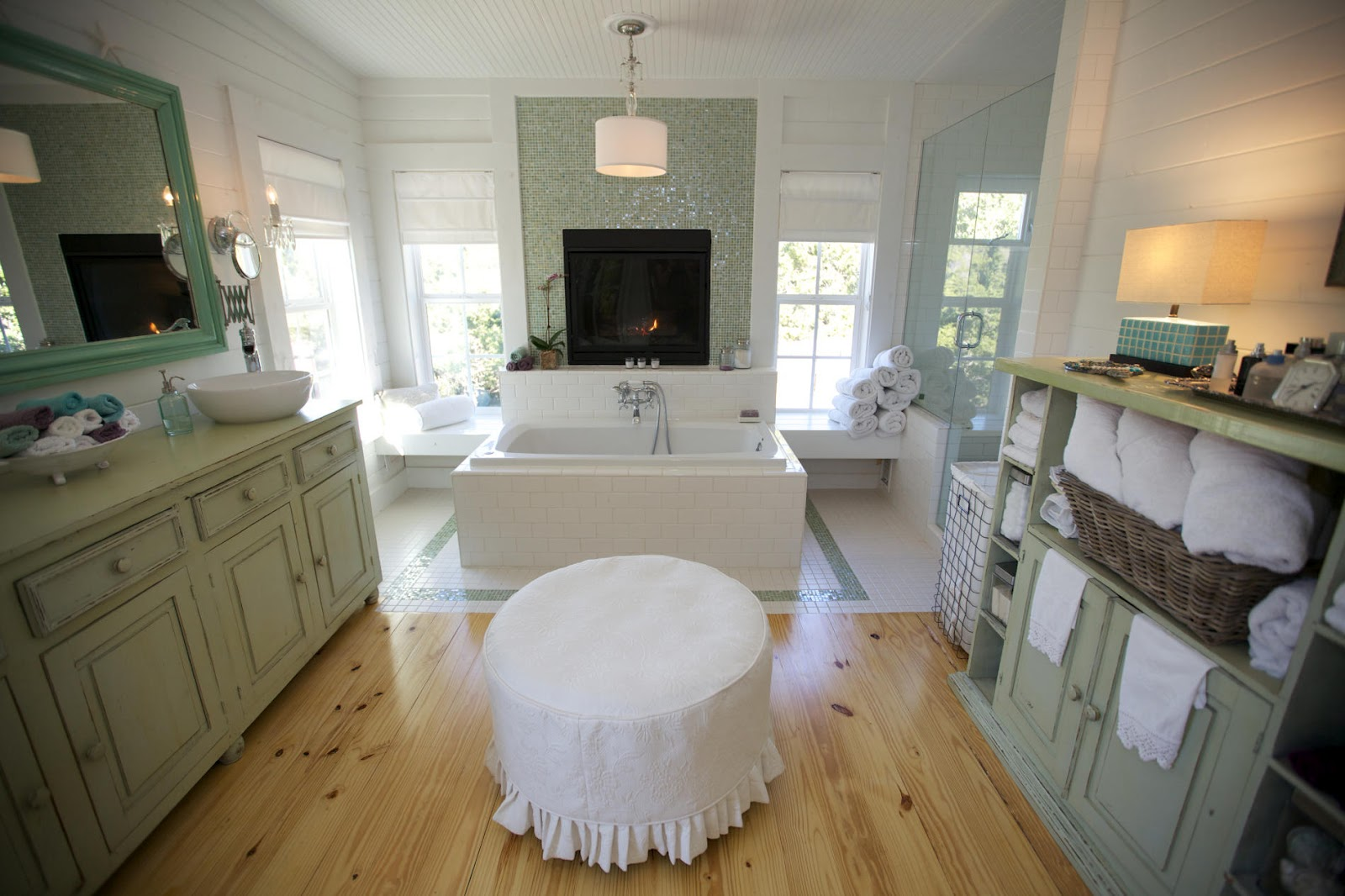 To da loos seafoam green country bathroom retreat for Country bathroom ideas
