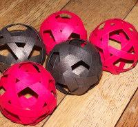 Natale - riciclo creativo carta per realizzare palline