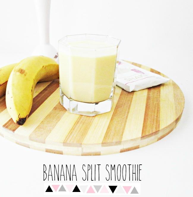 3 ingredient banana split smoothie | whey protein, banana, coconut milk breakfast smoothie