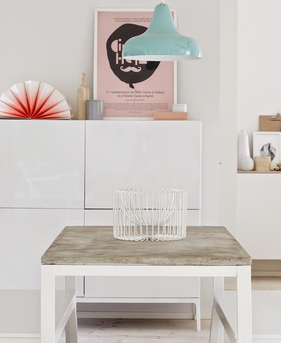 vamos a conseguir un diseo muy actual y moderno la encimera de madera original de esta mesa por una realizada con micro cemento