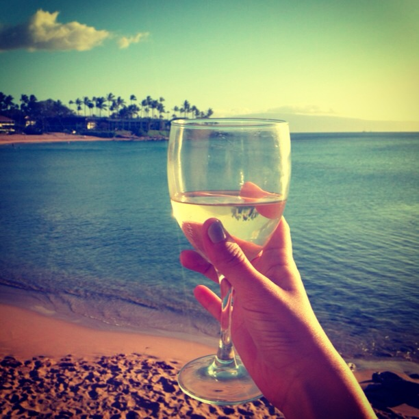 White Wine in Maui | www.floralsandplaid.com