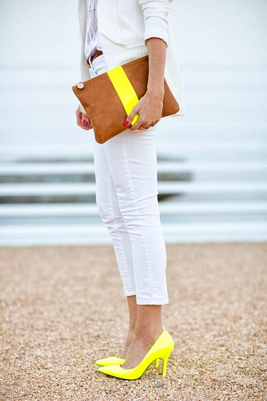 street style: great skinny jeans pops with yellow shoes and bag