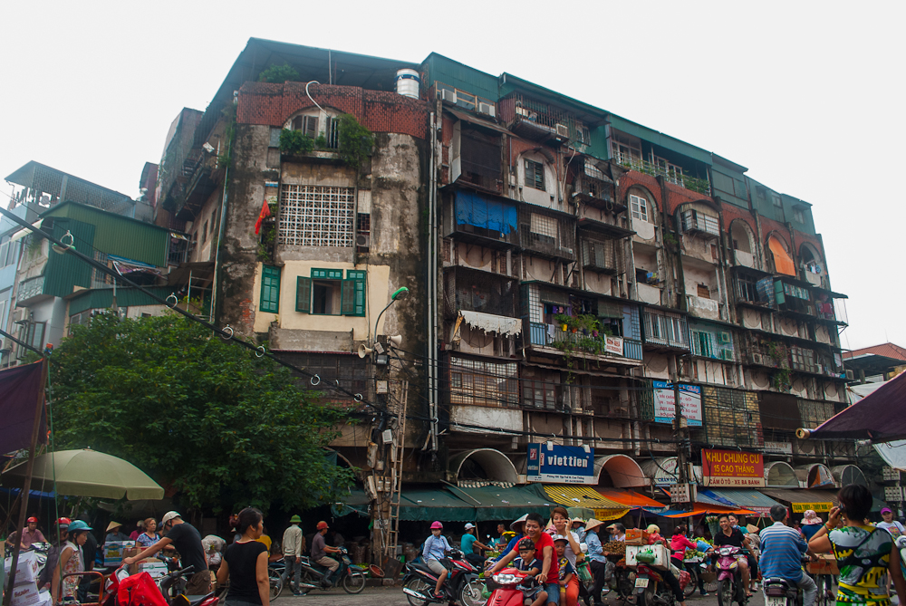image of the buildings in the hanoi old town