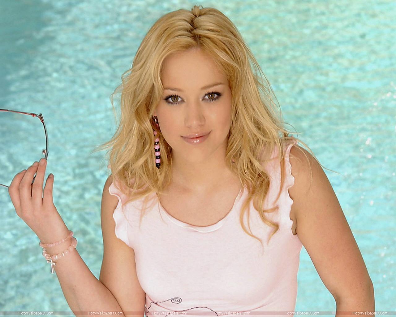 http://1.bp.blogspot.com/-mGJhB6KNi80/TmT0rsss4eI/AAAAAAAAKWA/m4C46hN3Fkc/s1600/Hilary_Duff-wallpaper.jpg